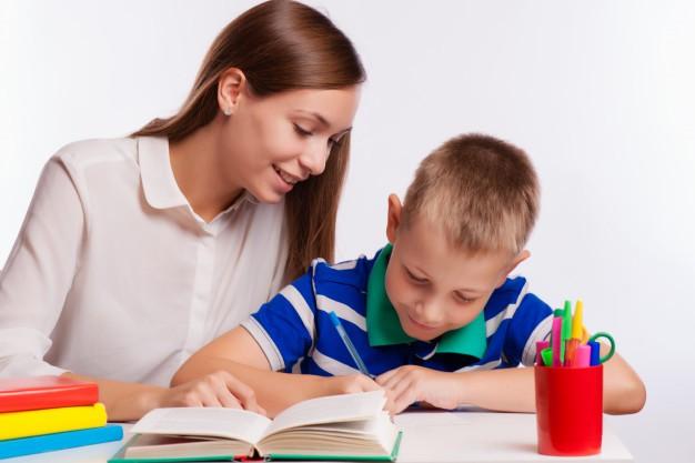 چگونه به فرزند خود در یادگیری زبان کمک کنیم