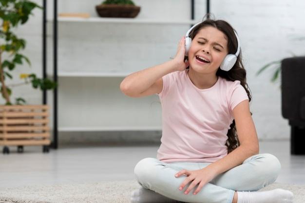 آواز خواندن به زبان انگلیسی باعث افزایش انگیزه و بهبود سطح مکالمه میشود