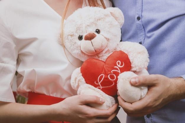 ولنتاین در تاریخ ۱۴ فوریه واقع شده که هر ساله توسط عشاق جشن گرفته میشود