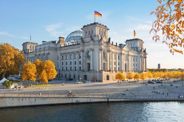 به منظور درخواست شغل در کشور آلمان، ارسال رزومه کاری همراه با نامه ارجاع کافی نیست