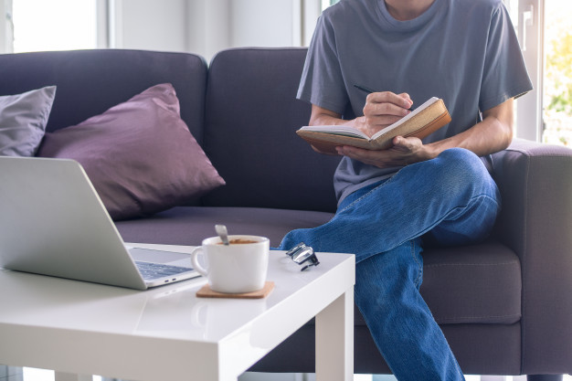 تفاوتهای اساسی یادگیری زبان به صورت آنلاین و حضوری