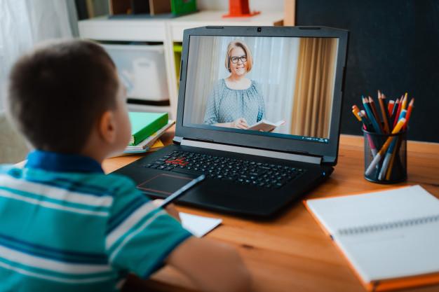 تفاوتهای یادگیری زبان به صورت آنلاین و حضوری